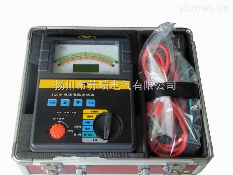 SROB-10KV可调高压数字兆欧表产品介绍 可调高压数字兆欧表测试电压高,出力强,被测量对象往往又带有工频泄漏或感应上高压干扰电能,因此为了人身安全,使用本仪器首先一定要接好安全接地线。 此可调高压数字兆欧表在高压启动后,请不要采用人工放电方式检查仪表,在测试完毕后也应等待本仪表自动放电使电压表回零后才进行例行安全需要的人工放电。因为短路放电的强烈电脉冲波有损被测对象的绝缘寿命,如果脉冲窜入仪表,也有损仪表内的集成电路。 可调高压数字兆欧表是1996~97年我国武汉高压研究院、广东省电力部门等向我院提出
